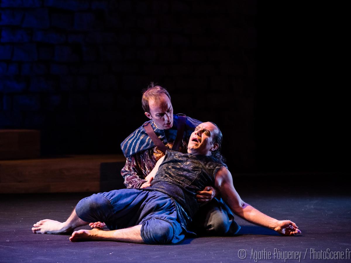 ROSTAM ET ESFANDIÂR | Cédric Burgle (Zavâreh), David Weiss (Rostam) | Photo Agathe Poupeney