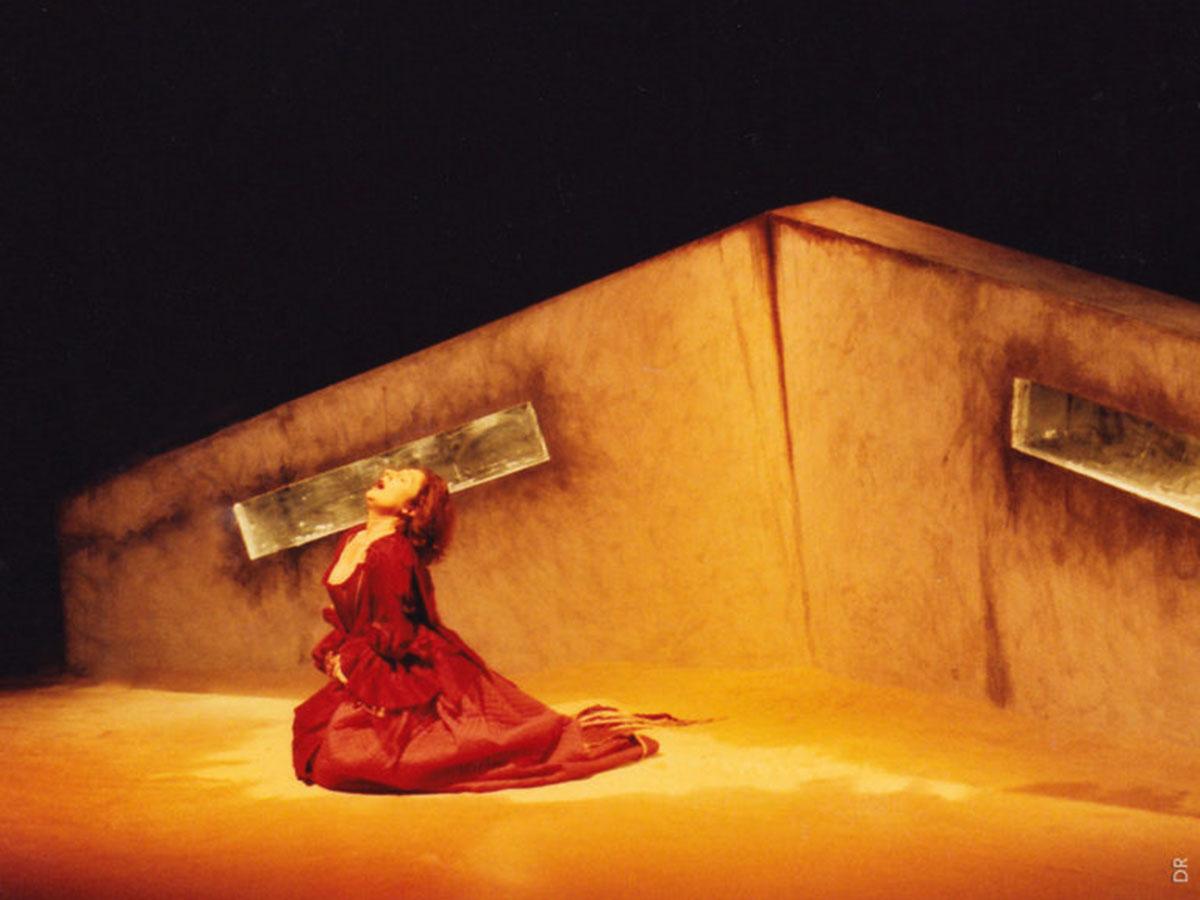 Photo du décor de QUARTETT, avec Martine Midoux à l'image (2004) | DR